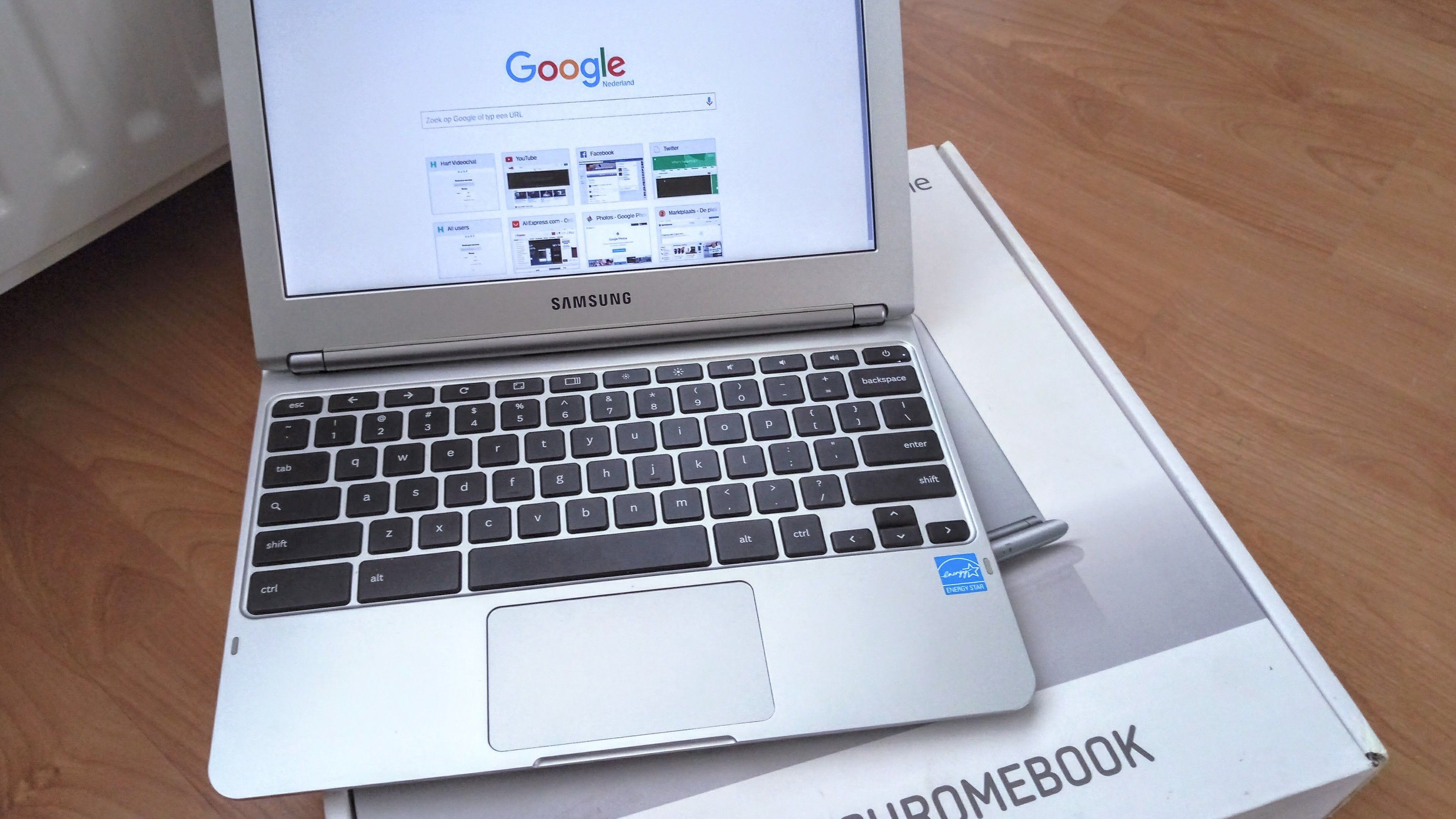 How to Modify Chromebook Display Settings