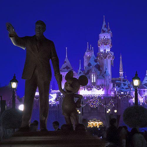 Cinderella's Castle, Friends Statue in Disneyland at Night