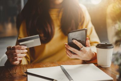 Using credit card to make a purchase on a mobile device
