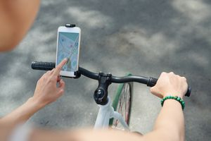 Image of a cyclist using a GPS app