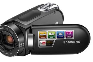 The Samsung SMX-F34 flash camcorder