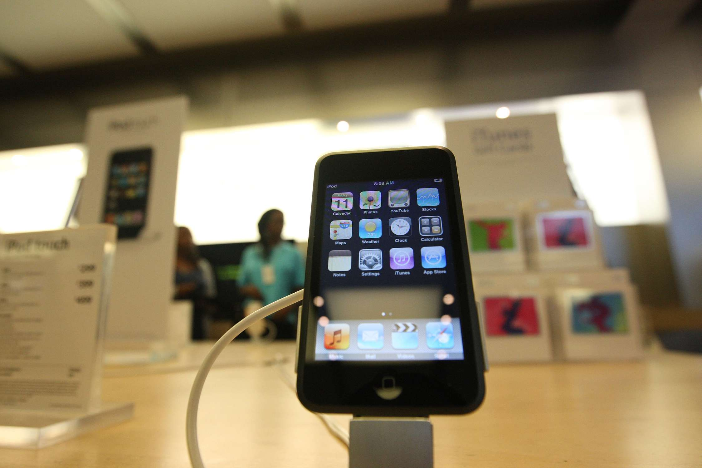 iPhone 3G in an Apple Store