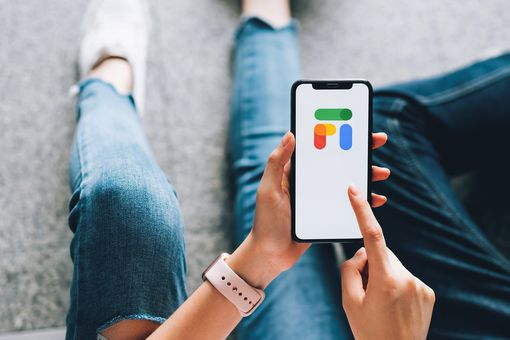 A woman uses Google Fi on her phone.