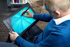 Man drawing on windows Wacom tablet