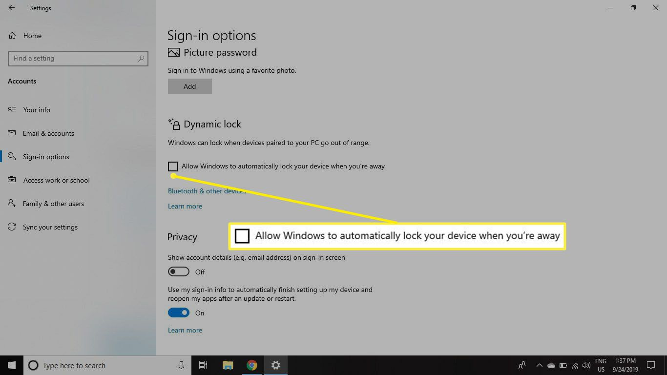 Select the checkbox for Allow Windows to automatically lock your device when you're away under Dynamic Lock