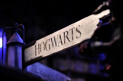 Sign pointing towards Hogwarts