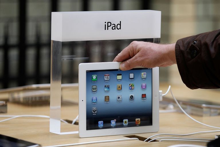 iPad 4 displayed in an Apple Store