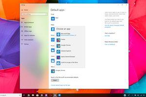 Default apps window with web browser app chooser on Windows 10 desktop