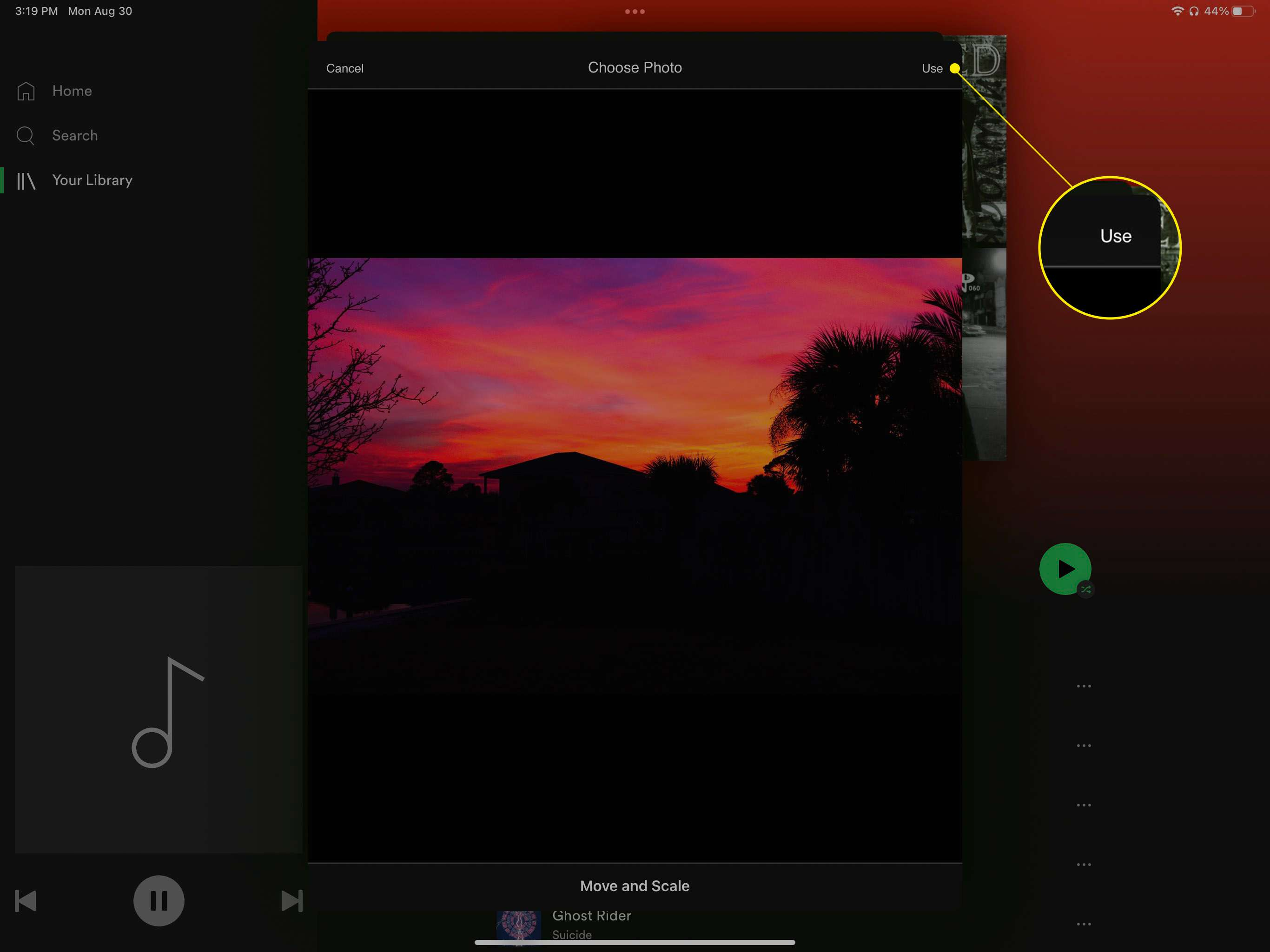 Use highlighted in Spotify playlist picture settings.