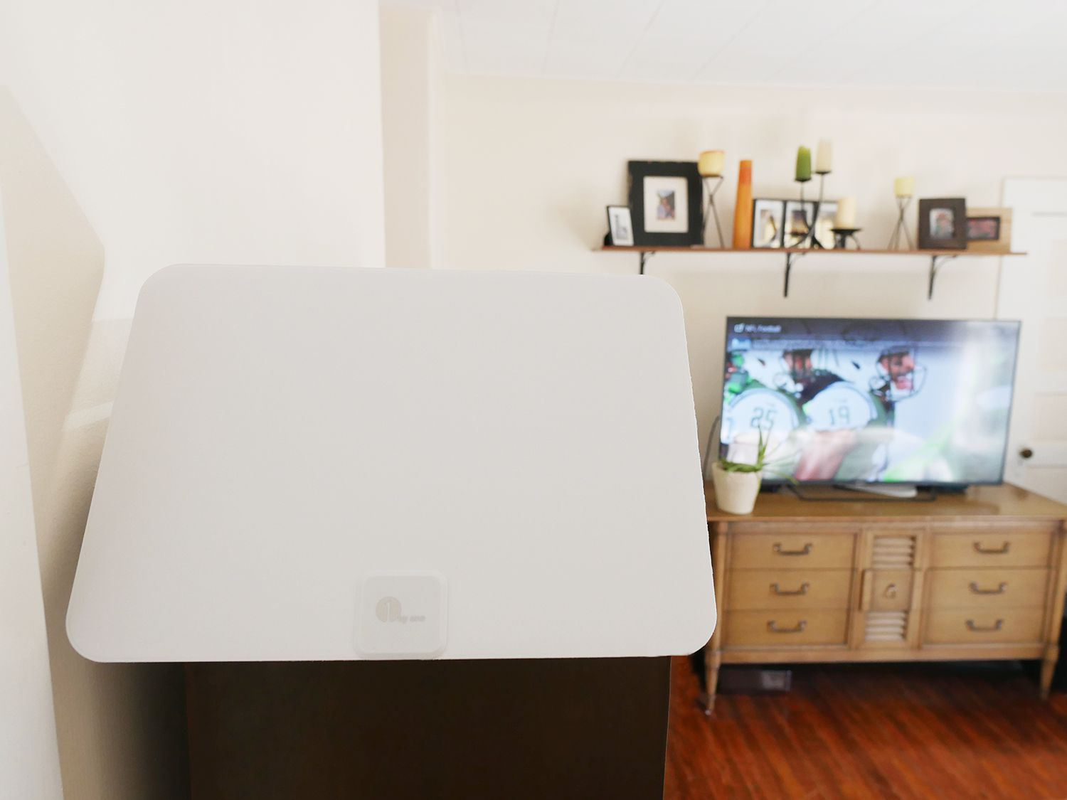 1byone 50-Mile Amplified HDTV Antenna