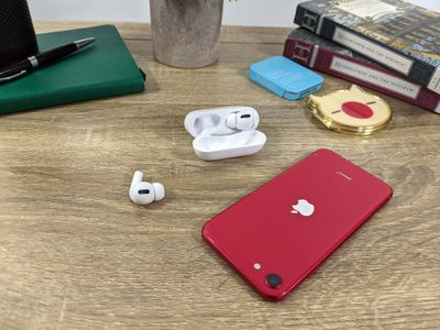 Connecting a replacement AirPod with an iPhone SE.