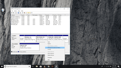 Windows 10 Desktop with Disk Management app onscreen
