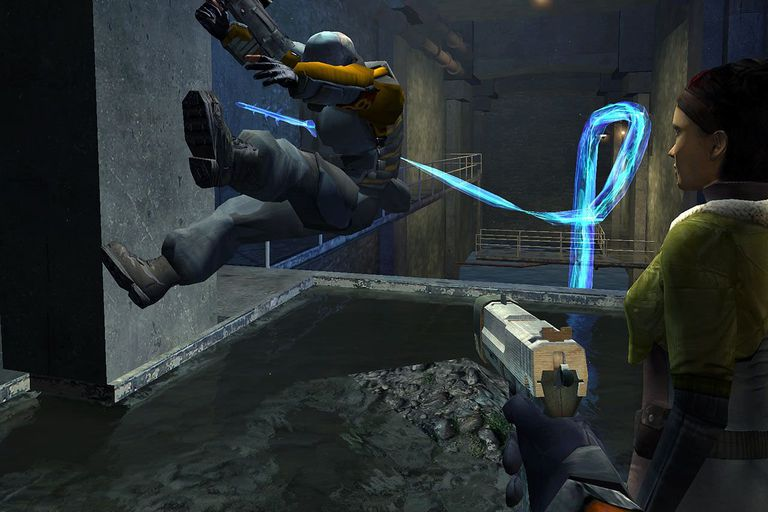 Use These Cheats for a Leg Up in Half-Life 2