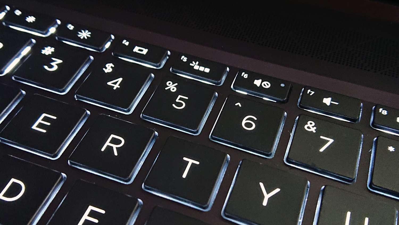 Keyboard backlighting key on an HP Spectre x360 13
