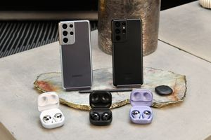 The Samsung Galaxy S21 Ultra, the Samsung Galaxy SmartTag and Samsung Galaxy Buds Pro are displayed at Samsung 837 on January 11, 2021 in New York City.