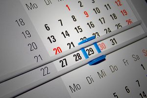Picture of a calendar with the 29th day highlighted in blue