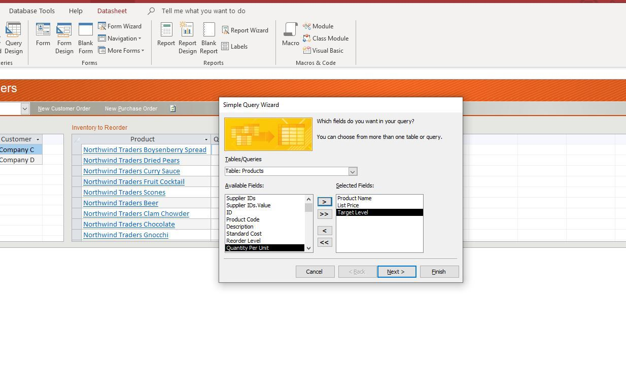 Selecting fields in Query Wizard.