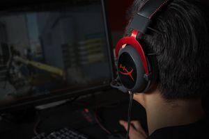 Gamer using the HyperX Cloud II headset