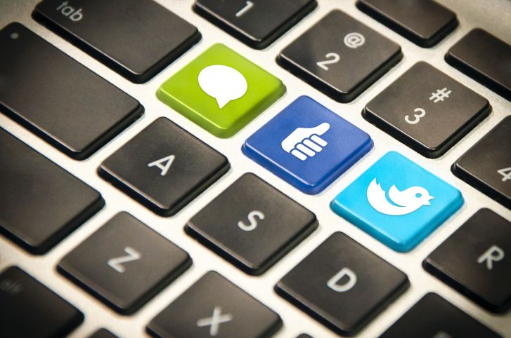 Facebook & Twitter buttons on keyboard