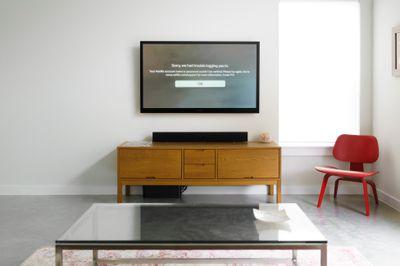 A TV displaying Netflix Error Code 113.
