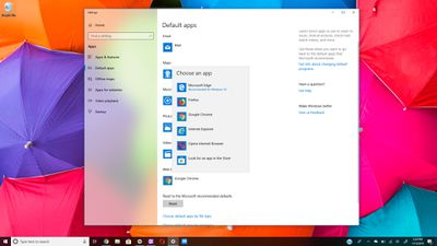 Default apps window with web browser app chooser on Windows 10 desktop