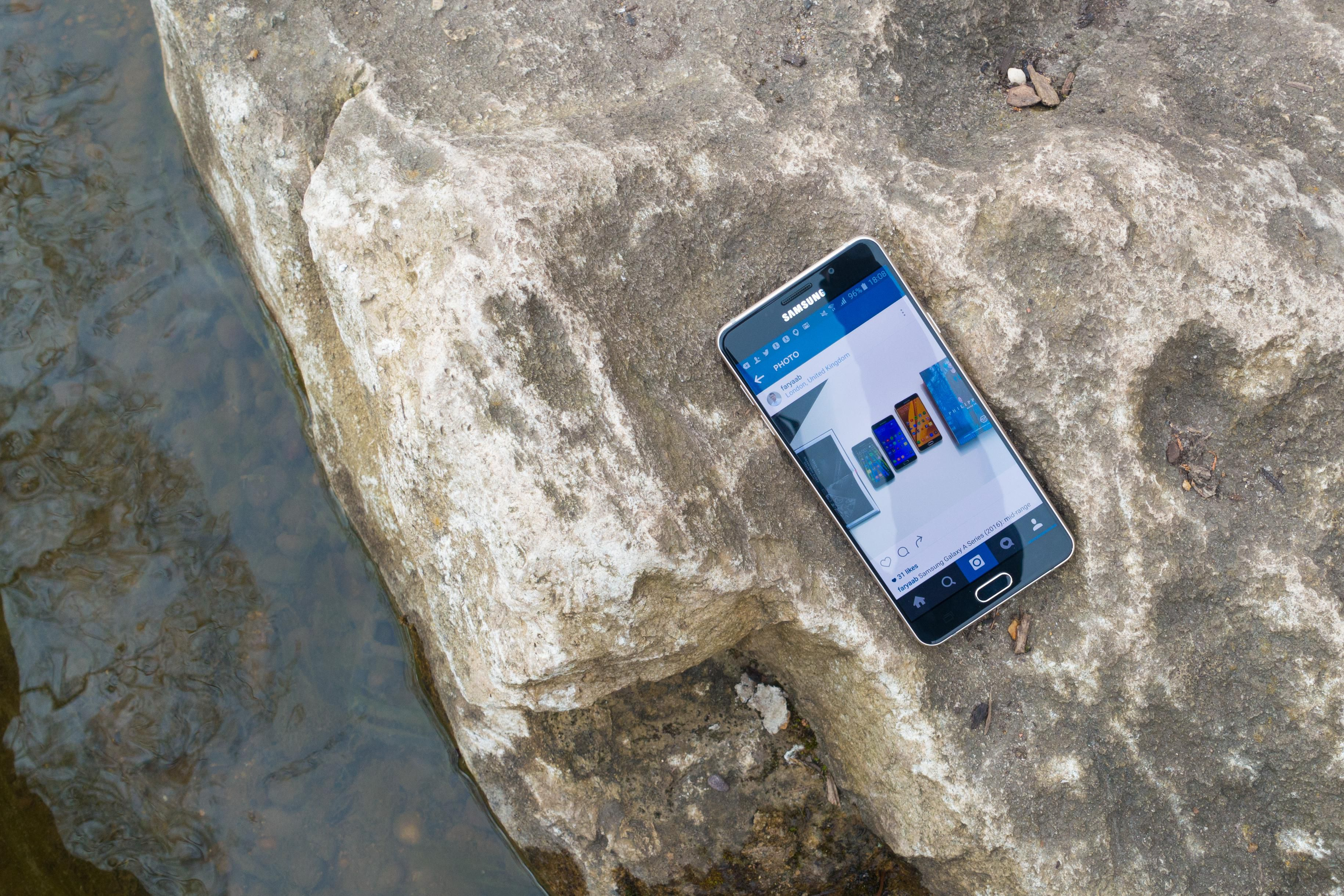Samsung Galaxy A 2016 Series Review Mid Range S6s A5 New Sm Ram 2 Memori 16gb The A3 Doesnt Come With Dual Band Wi Fi Support And While A7 Do They Are Limited To 80211n Speeds