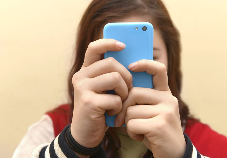 OBSESSIVE TEENAGER TEXTING ON SMART PHONE
