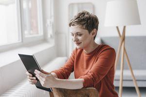 Freelance writer using an iPad