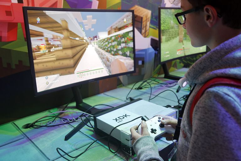 Teenager playing Minecraft at Paris Games Week 2017