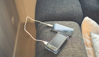 Solar power unit with cellphone