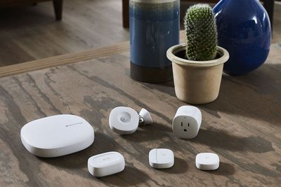 Samsung SmartThings Hub and accessories