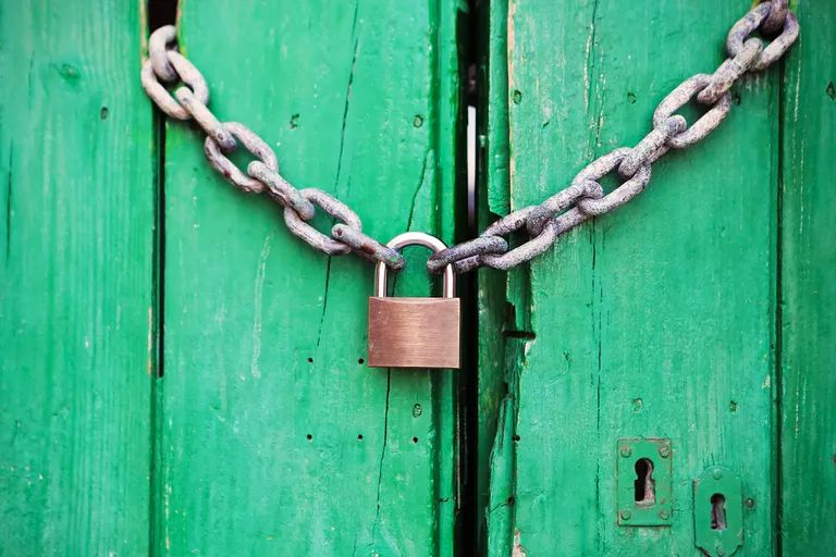 Chain and lock representing data encryption