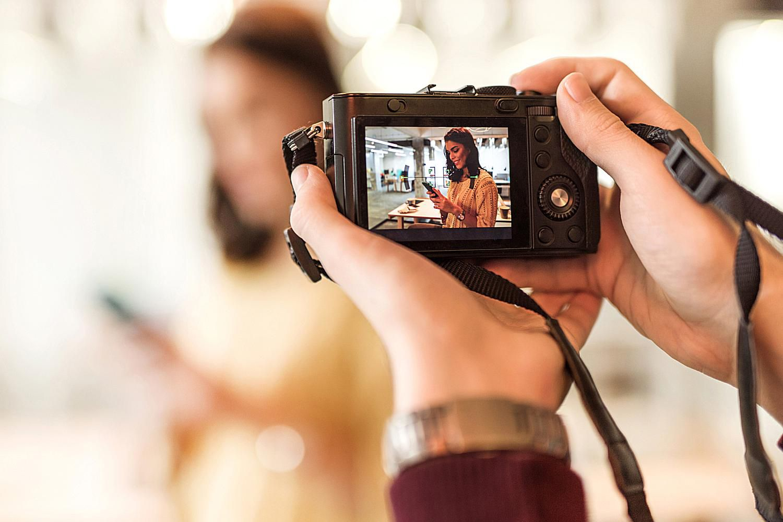 Point-and-shoot digital camera