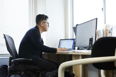 Image of a man using an external monitor