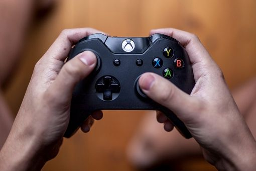 A man holding an Xbox One controller.