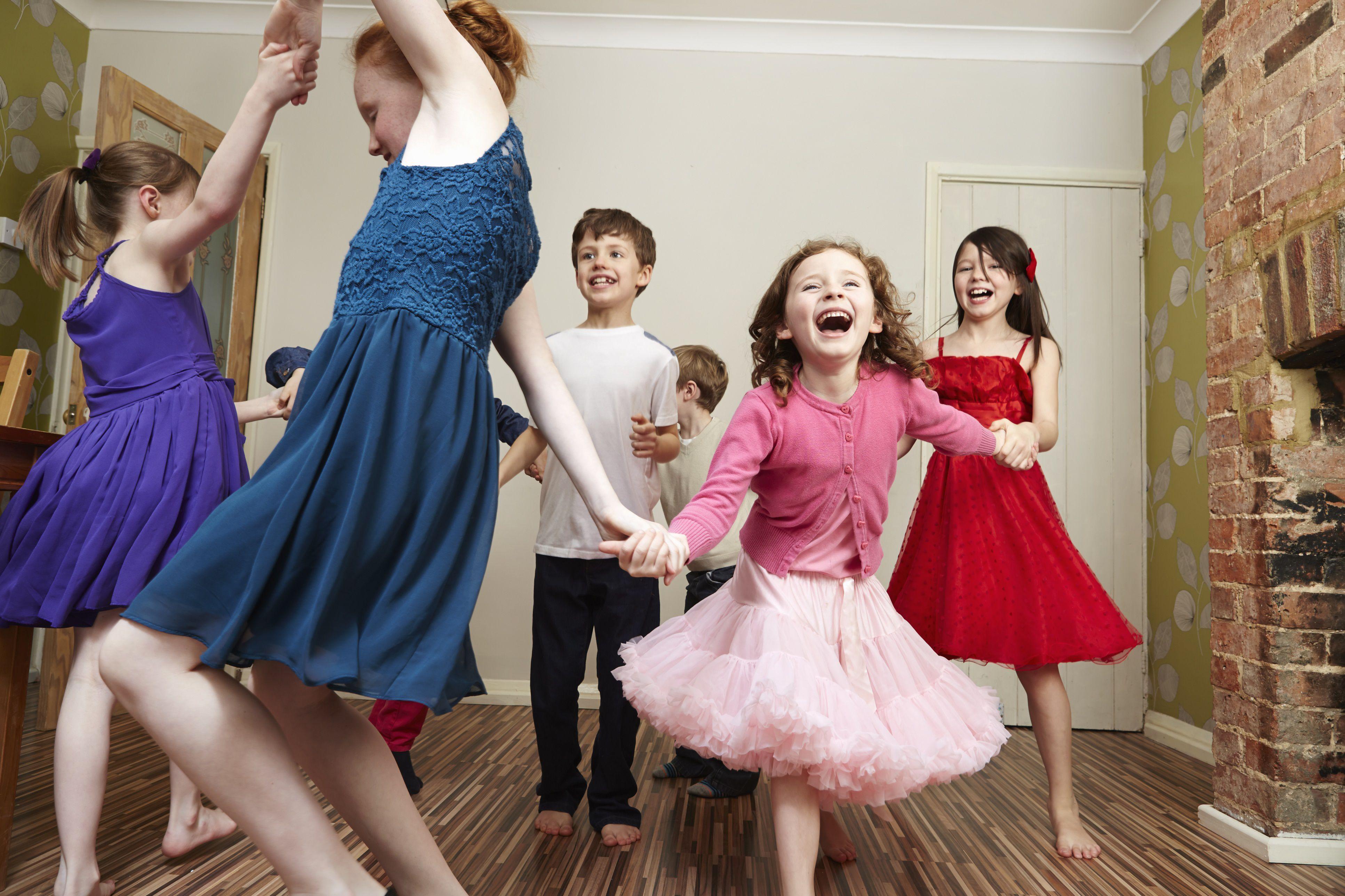 kids' party games - children dancing