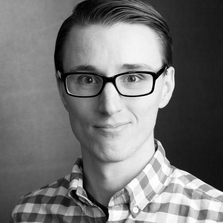 Alexander Fox Headshot Portrait