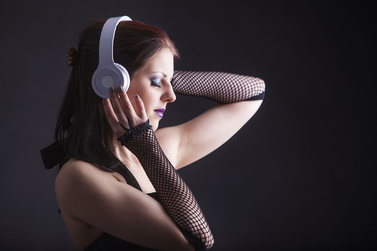 woman listening to music via bluetooth headphones