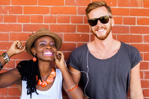 Man and woman listening to some funny podcasts on an iPod