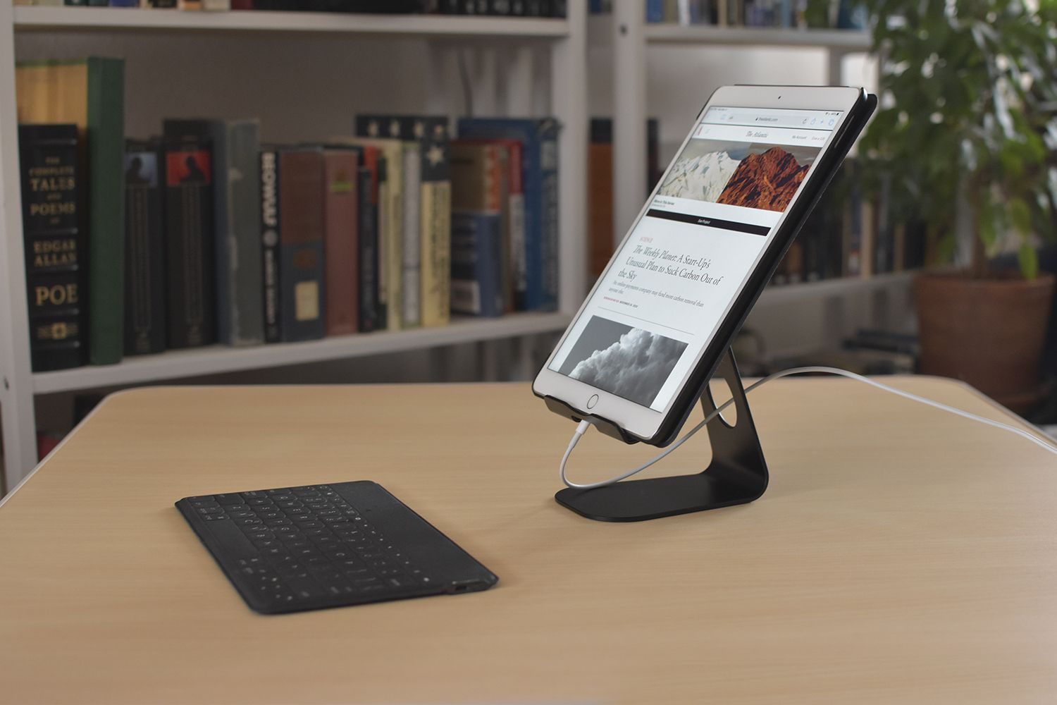 Omoton T1 Tablet Stand