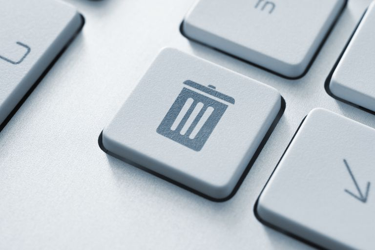 Computer button on a keyboard with recycle bin icon symbol