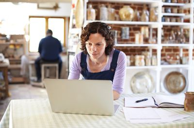 A woman in a purple shirt scheduling a meeting in Microsoft Teams.