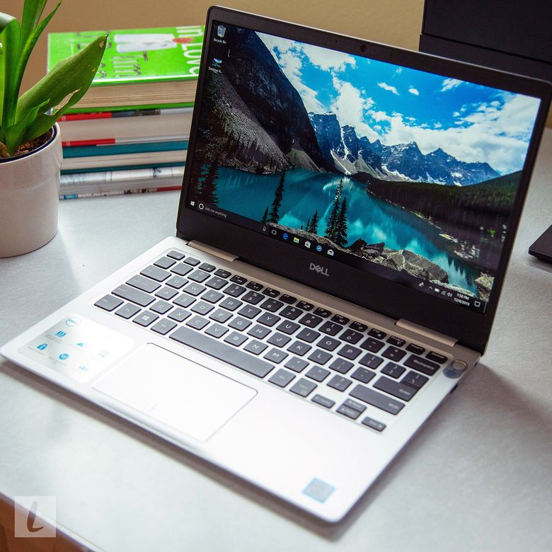 Dell Inspiron 7370 Laptop Review: Out of Date, But Still ...