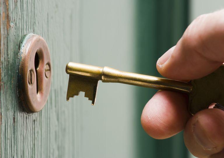 DoorLock_DerekCroucher_getty.jpg
