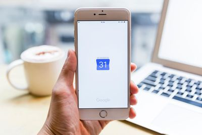 how to add people to a google calendar