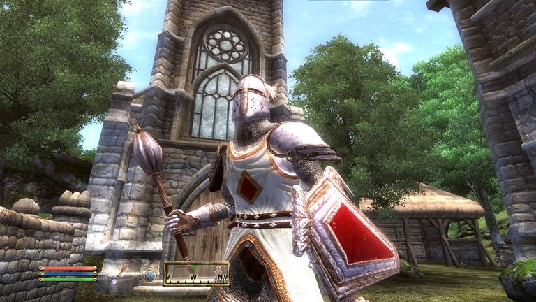 A knight stands ready in The Elder Scrolls IV: Oblivion