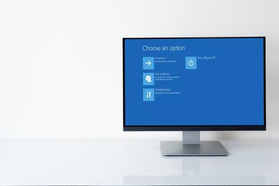 Advanced Windows startup option screen on PC monitor against a white background