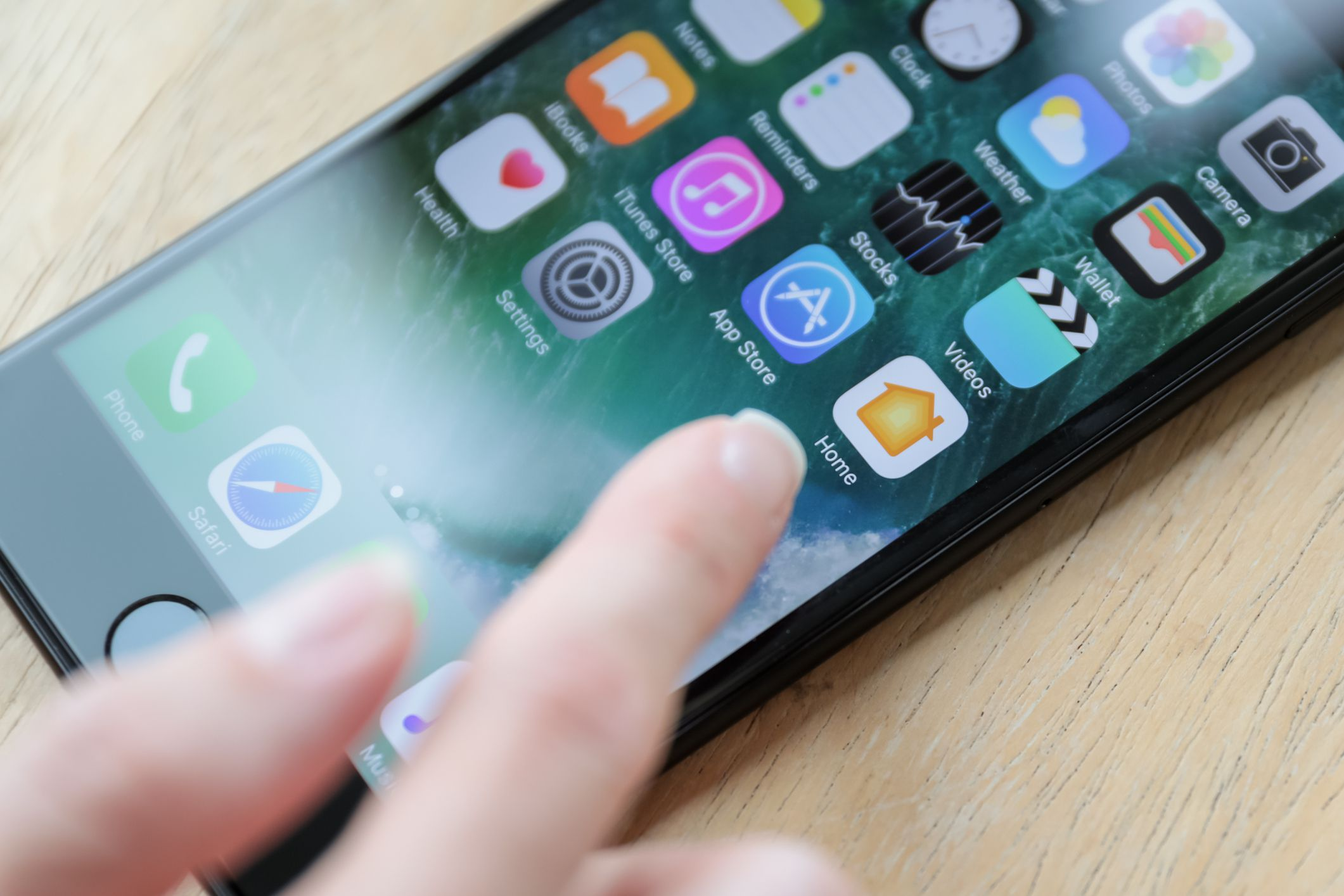 how to permanently delete iphone apps