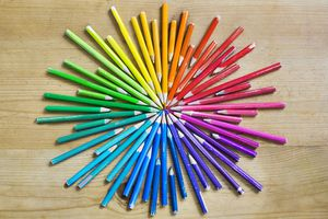 Colored pencils in all shades forming a circle