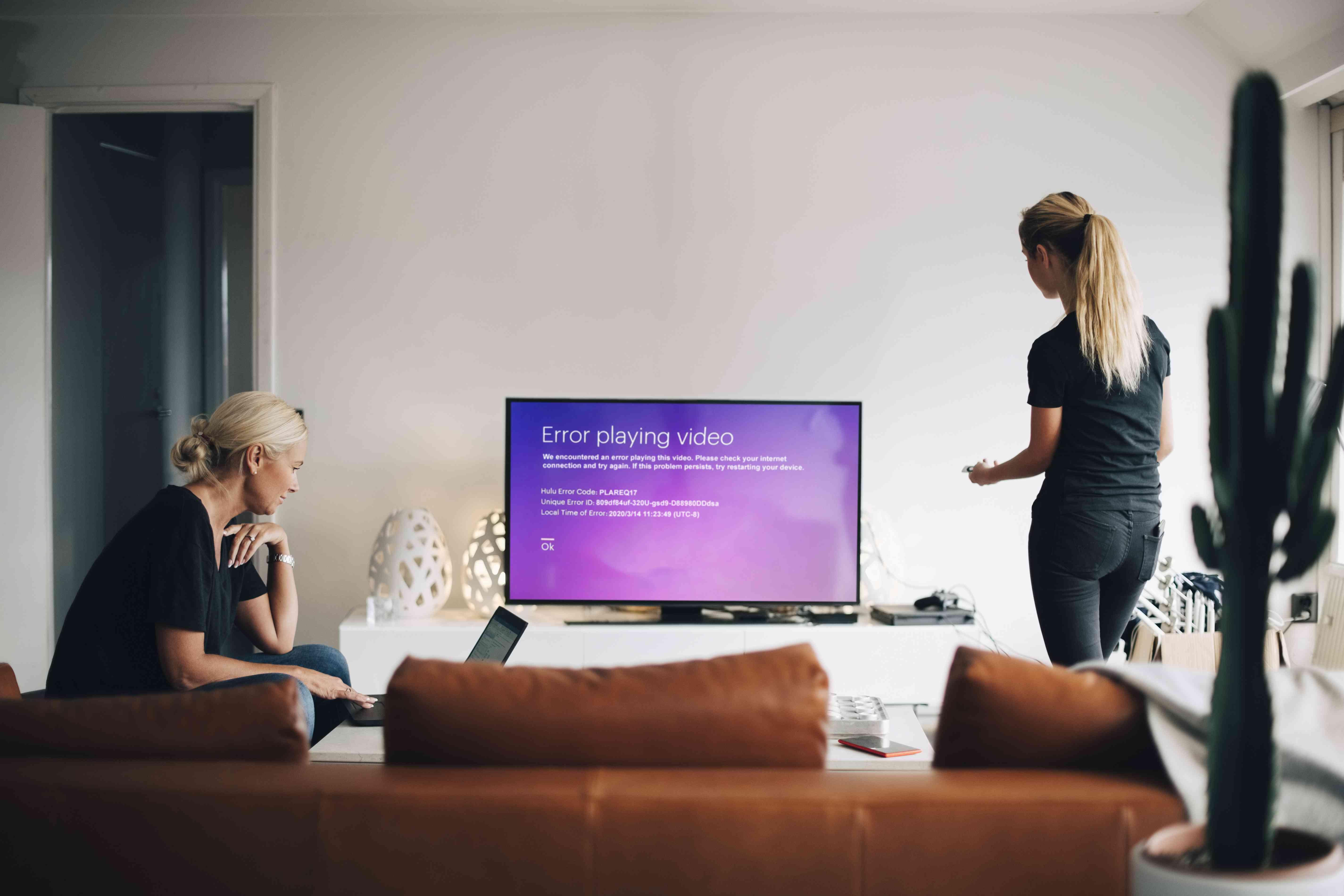 Hulu error code PLAREQ17 displayed on a television.